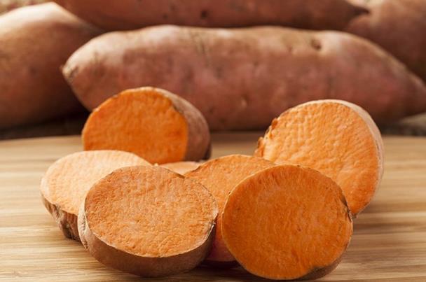 خلطة البطاطا لتفتيح الاظافر 951761093
