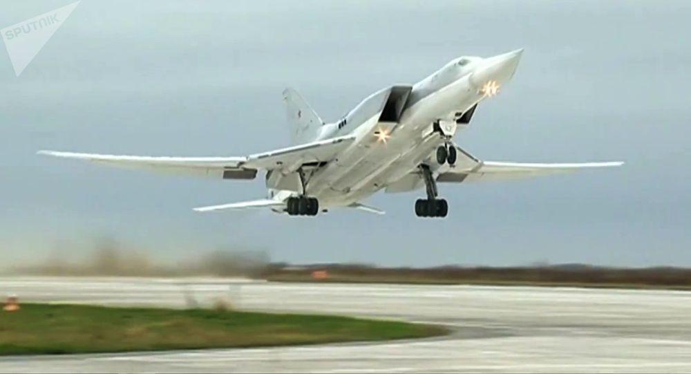 """لدفاع الروسية: 6 قاذفات بعيدة المدى تقصف مواقع """"داعش"""" في دير الزور"""